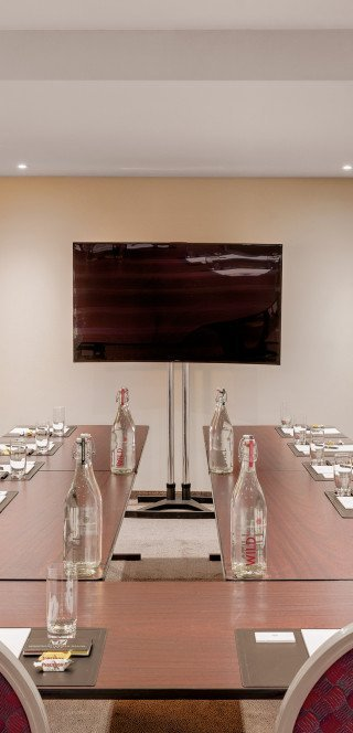 Meetingroom with flatscreen at the Boardroom