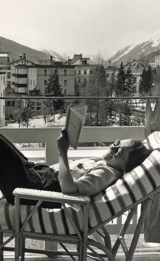 "Historic picture of a sunbathing woman at the Morosani ""Posthotel"" in Davos"