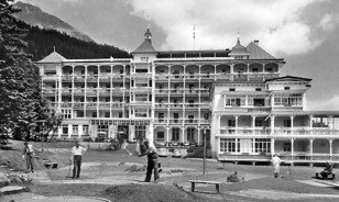 "Historic picture of the Morosani ""Schweizerhof"" in Davos"